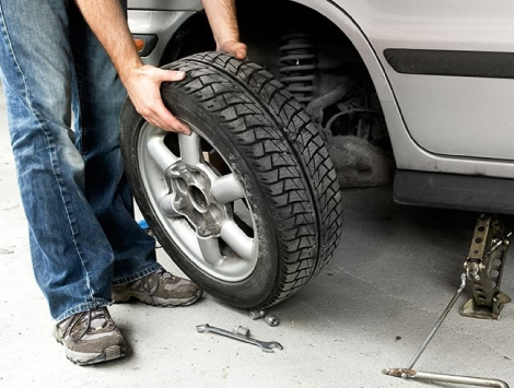 Changing A Tire in Smyrna GA