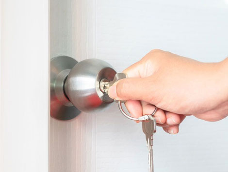 Residential Lockout in Woodland Hills